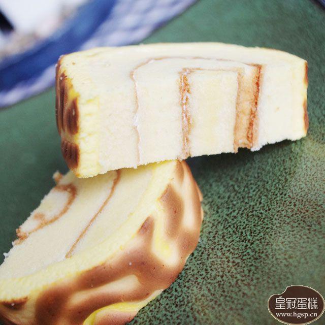 香草虎皮蛋糕的切片图