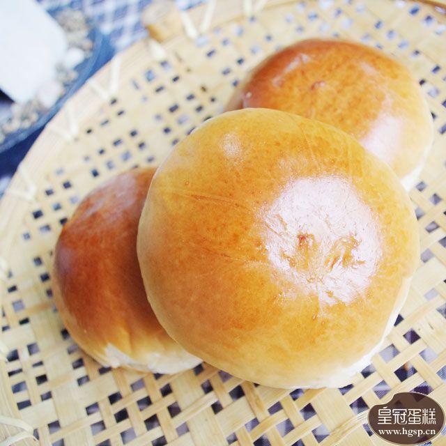 红豆餐包表层光滑金黄让人更有食欲